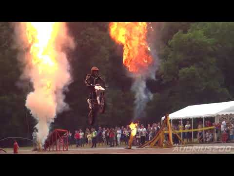 Must see    Flying cars   stunt show in Vilnius World record loop