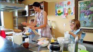 Багатодітні телеведучі та співачки показали, як поєднують материнство і роботу