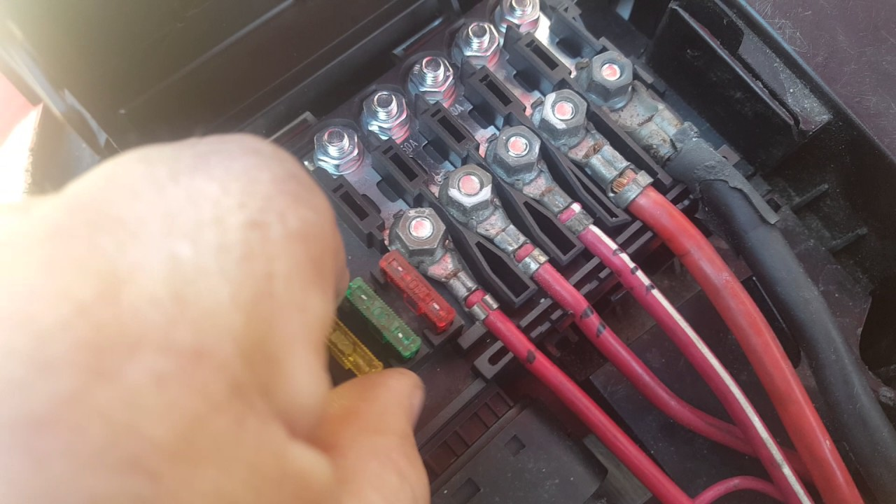 maxresdefault 1999 vw beetle under hood fuse box pt 2 youtube vw new beetle battery fuse box melting at eliteediting.co