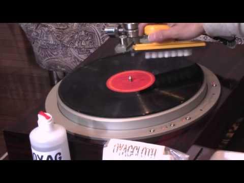 OYAG製品とレコードプレイヤーを使用したレコードクリーニング
