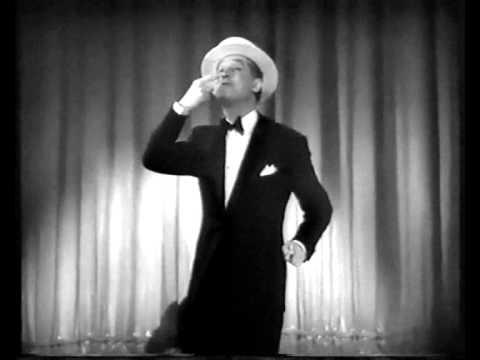 Maurice Chevalier chante