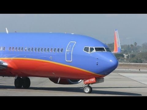 Southwest Airlines Boeing 737-800 ETOPS taxi to gate