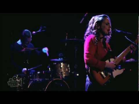 Anna Calvi - Suzanne And I (Live in New York) | Moshcam