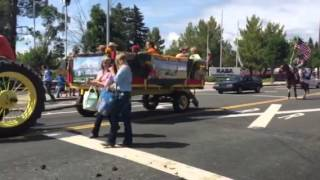 Redding Rodeo Parade: Gypsy Carried our USA FLAG