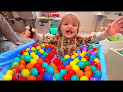 ball-pit-for-niko-bear!!-games-&-crafts-inside-our-house,-coloring-messages-for-friends,-home-fun!