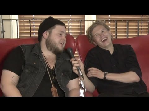 Of Monsters And Men talk tour rituals, alcoholic fruit and bras | Moshcam