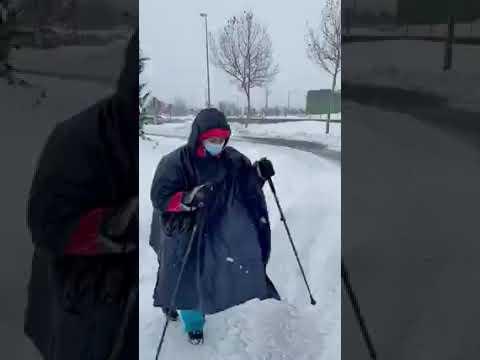 Una enfermera recorre andando 7 km de Boadilla a Puerta de Hierro Majadahonda