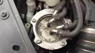 1 Min. Anleitung: Kraftstofffilter Wechsel beim VW Golf 5 Diesel (ohne Musik)