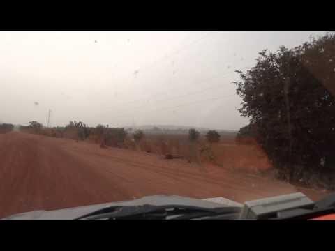 Estrada no Mali entre Yanfolila e a fronteira da Guiné-Conakri