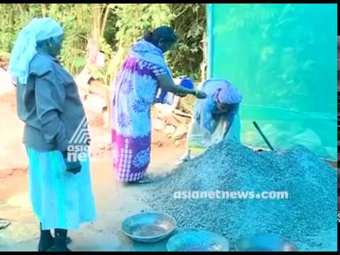 Idukki Vandiperiyar Thozhilurappu group give a face to programme by making cement bricks