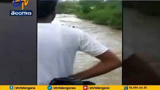 Car Plunges into Swollen River | Navi Mumbai Villagers Rescue 4 of Family