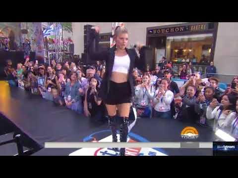 Fergie   |    M.I.L.F. Money (Live On...