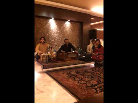 Live musik in indian restaurant new delhi hilton hotel Travel Video