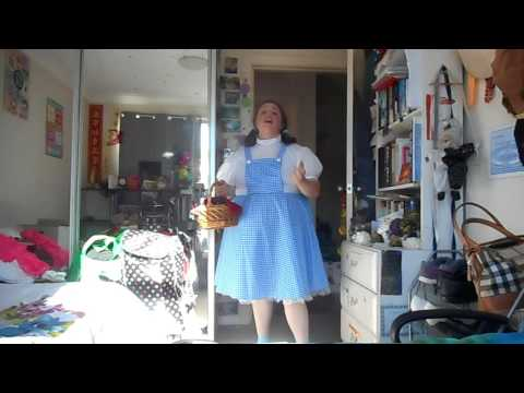 Judy Garland--- somewhere over the rainbow--- karaoke version the wizard of oz