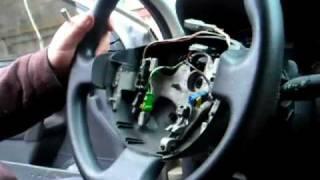 www.megane2blog.com Как снять (разобрать) руль в Megane 2(www.megane2blog.com Процесс разборки руля в Renault Megane 2. Плюс снятие верхней крышки подрулевого переключателя. Все..., 2011-04-21T13:47:56.000Z)