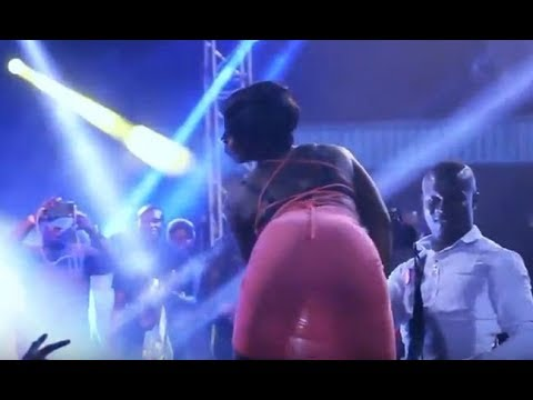 PANTLESS LADY ALMOST STRIPPED HERSELF NAKED FOR OREZI ON STAGE IN WARRI. thumbnail