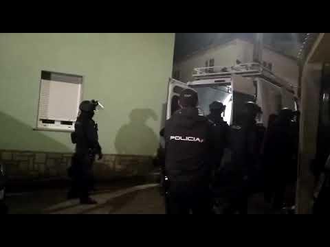 Un hombre armado se mantiene atrincherado en Cea (Vilagarcía)