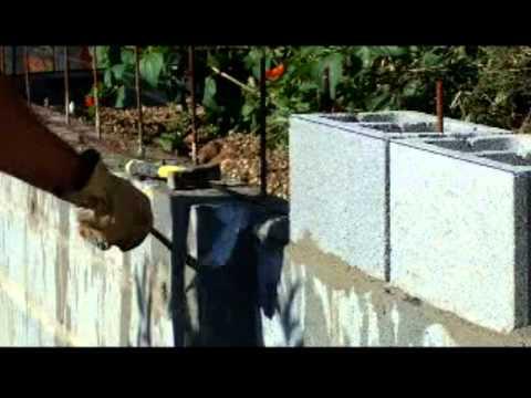 Muro contenci n tierras con bloques de cemento armados y for Como hacer una piscina con bloques
