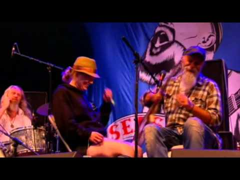 Seasick Steve - John Paul Jones - Dan Magnusson Glastonbury HD2013