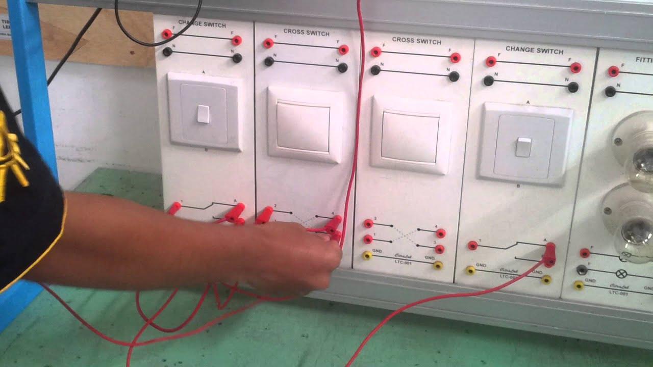 Kendali 1 Lampu Dari 3 Tempat Dengan 2 Saklar Tukar Dan Seri Panasonic Silang Youtube