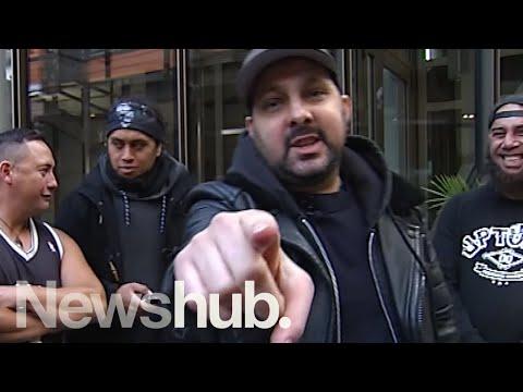 Dynamo the magician stuns audience on New Zealand street | Newshub
