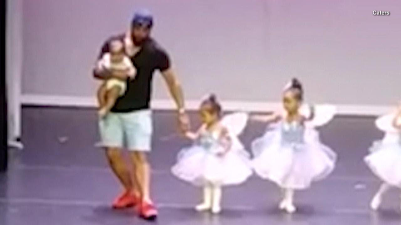 bafddebf0 Devoted Dad Dances With 2-Year-Old Daughter to Ease Her Stage Fright ...