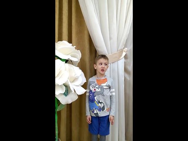 Изображение предпросмотра прочтения – МихаилТюнин читает произведение «Первоцвет: Лучше нет цветка на свете» О.Лихачевой