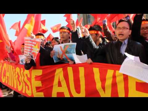 Vietnamese song in Paris - Nối Vòng Tay Lớn (Anti-China protest 16 May 2014)