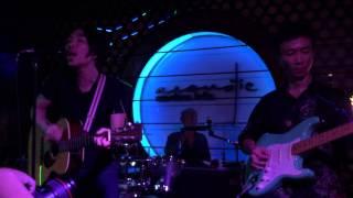 Qua Ô Cửa Thời Gian - Quái Vật Tí Hon - Live Acoustic