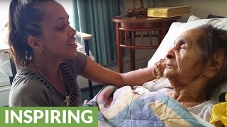 Talented woman sings for her grandmother with dementia