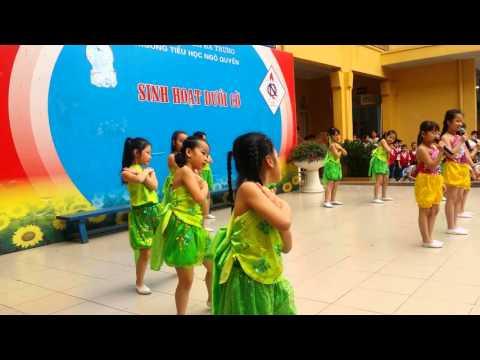 Diễm trinh 2g múa sinh hoạt dưới cờ