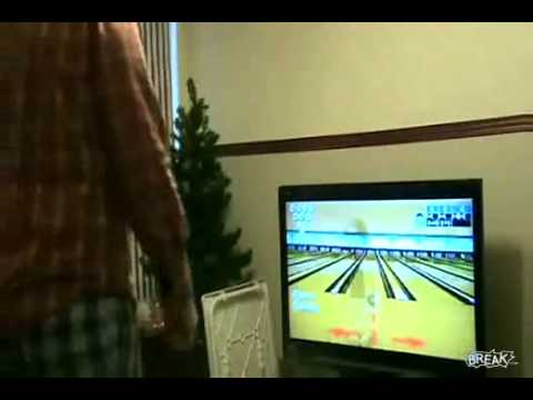 Man Breaks His TV with the Wiimote