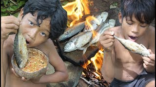 Primitive Technology - Awesome Cooking Fish On Rock - Eating Delicious