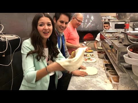 Sofì e Luì fanno la PIZZA in una pizzeria a NAPOLI!