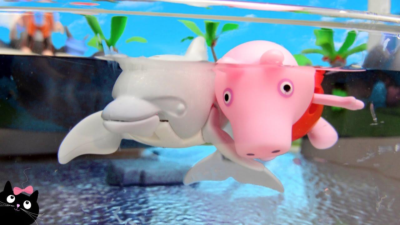 Peppa pig nada con los delfines en la piscina del acuar for Peppa pig piscina