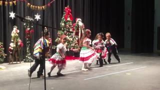 Daleyza bailando en su Show de Navidad de su ...