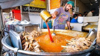 Pakistani Street Food - GOAT FEET JACUZZI + Tour of Walled City of Lahore, Pakistan!
