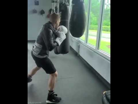 Dustin Poirier might have the sexiest bag work I've ever seen