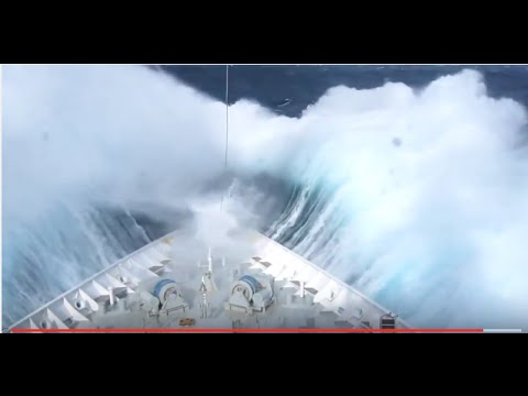 Dangerous Crazy Monster wave hits cruise ship in Deep sea