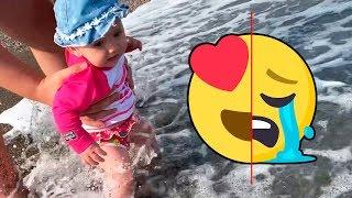 Mi hija reacciona a la playa por primera vez