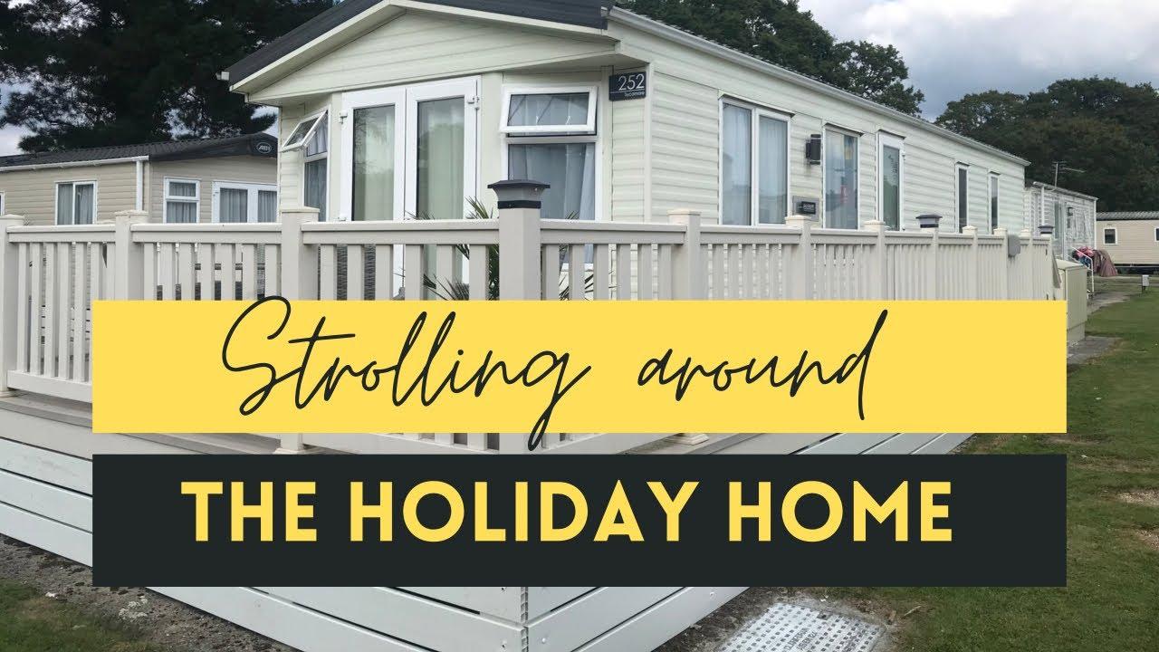 [Vlog] Jalan keliling kompleks - Strolling around the holiday home complex