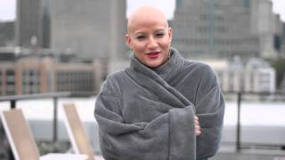 Bald is sexy! Photoshoot of woman with breast cancer