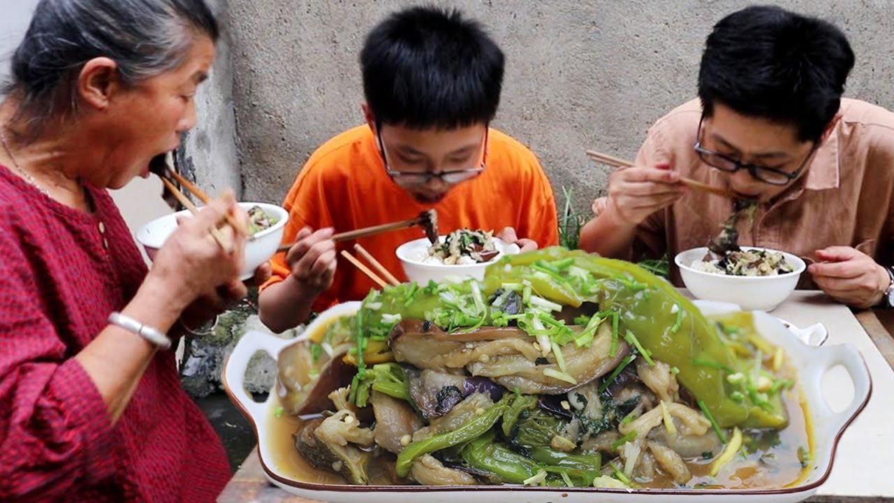 5个茄子5根辣椒,老九全下锅爆炒,香糯入味,拌米饭吃的真得劲!【湘西九九美食】