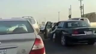 أسد هارب يجوب شوارع الكويت و يثير الذعر بين الناس