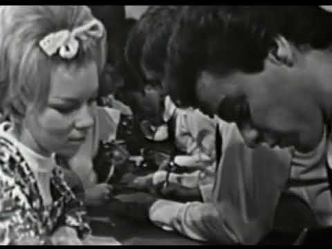 American Bandstand 1966 - These Boots Are Made For Walkin', Nancy Sinatra