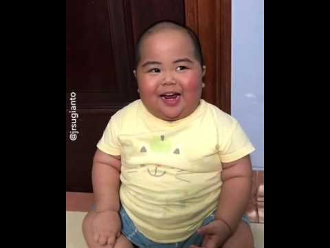 A Chinese kid laughing in an adorable and funny way ! MUST WATCH...