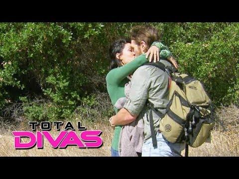 Daniel Bryan proposes to Brie Bella: Total Divas, December 15, 2013