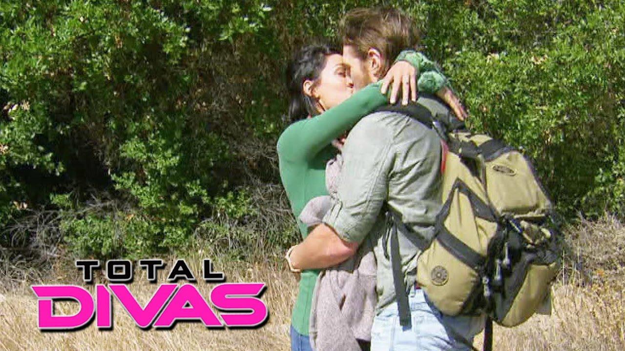 Daniel Bryan proposes to Brie Bella: Total Divas, December ...