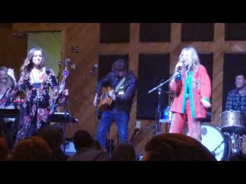 Closing down Hayley Orrantia Strong, Sweet, Southern Tour wBrennley Brown