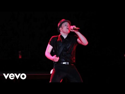 Fall Out Boy - My Songs Know What You Did In The Dark (Light Em Up) Presented by Honda Civic Tour